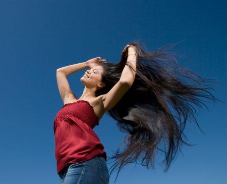 Sağlıklı ve gür saçlar hayal mi?  Saçlarınızın sürekli dökülmesinden mi şikayetçisiniz? Ya da saçlarınızın tiftik tiftik görünmesinden mi? Saçlarınız elektrikleniyor mu veya hacimsiz mi?  Uygun bakım ve tedavi yöntemleri ile bu sorunların üstesinden gelebiilirsiniz.  Nasıl mı? Sayfayı takip edin!